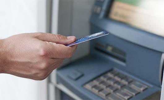 Photo of Σήκωνε λεφτά από ΑΤΜ και αγόραζε πράγματα με κλεμμένες κάρτες