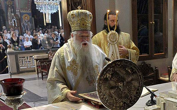 Photo of Νέο παραλήρημα Αμβρόσιου: Εργαλείο του διαβόλου οι μάσκες, μην τις φοράτε στις εκκλησίες