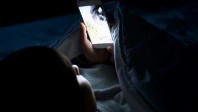 Photo of Κοιτάζετε το κινητό σας πριν κοιμηθείτε; Δείτε γιατί δεν πρέπει να το κάνετε!