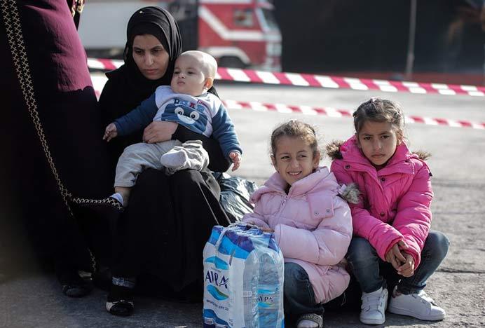 Photo of Δημοσκόπηση για το μεταναστευτικό: Το 65% των νησιωτών θεωρεί τους μετανάστες απειλή