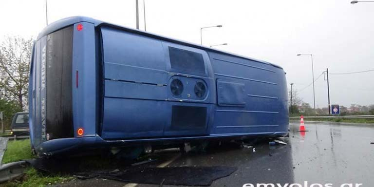 Photo of Τροχαίο ατύχημα στην Ημαθία: Ανετράπη τουριστικό λεωφορείο