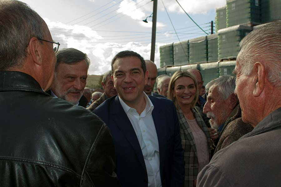 Photo of Πολύ θερμή η υποδοχή στον Αλέξη Τσίπρα, κατά την επίσκεψη του στην δημοτική επιχείρηση «Ξινό Νερό» – (Video)