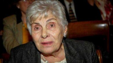 Photo of Πέθανε η σπουδαία ποιήτρια Κική Δημουλά