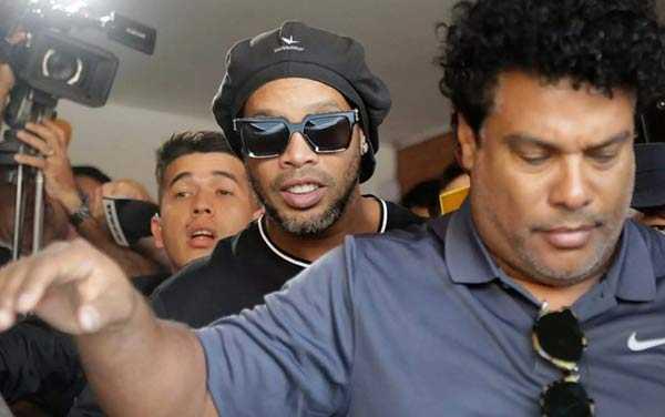 "Photo of ""Μάγος"" και στη φυλακή! Ο Ροναλντίνιο έπαιξε μπάλα με συγκρατούμενους"