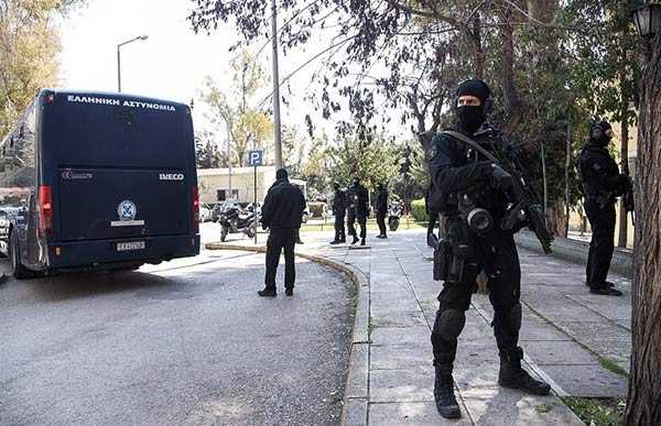 Photo of Αυτοί είναι οι 11 Τούρκοι μέλη της οργάνωσης DHKP-C με τον βαρύ οπλισμό στα Σεπόλια
