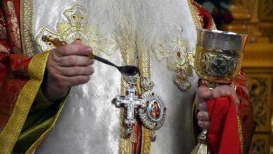 Photo of Κορονοϊός και Εκκλησία : Και όμως ο ιός μεταδίδεται με το σάλιο και το κουτάλι