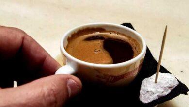 Θα πίνουμε καφέ με αποστάσεις, κανόνες α λα σούπερ μάρκετ παντού