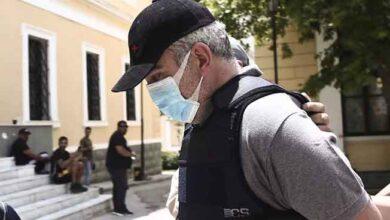 """Photo of Προφυλακίστηκε ο """"ψευτογιατρός"""" – Με σκυμμένο κεφάλι στα δικαστήρια"""