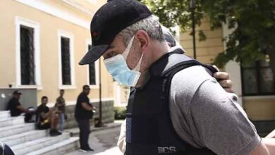 Photo of Ψευτογιατρός: Έδινε μπουκαλάκια με βότανα σε ασθενή με σκλήρυνση κατά πλάκας έναντι 42.000 ευρώ