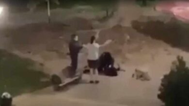 Photo of Καρδίτσα: Βίαιη σύλληψη σε έλεγχο για μάσκα, όπου ένας αστυνομικός συλλαμβάνει μία νεαρή κοπέλα και της περνάει χειροπέδες «ντροπή», φώναζαν οι περαστικοί – Βίντεο